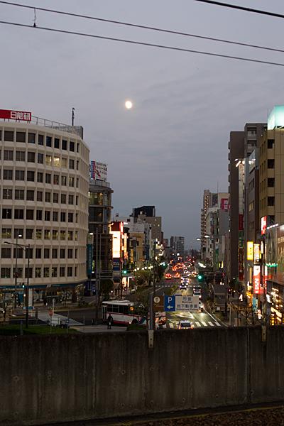 道行き一宮駅ホーム夕景