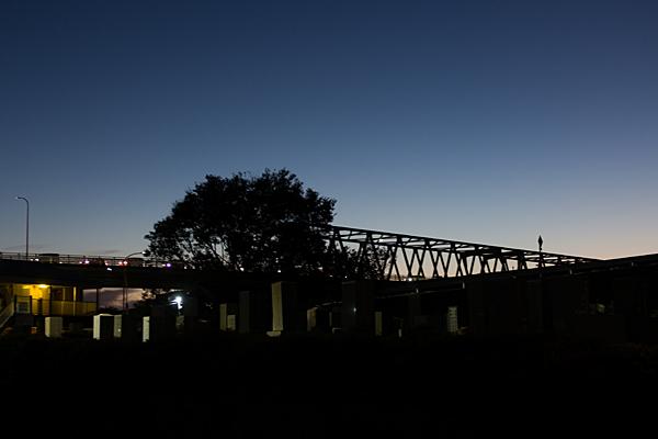 濃尾大橋墓石と