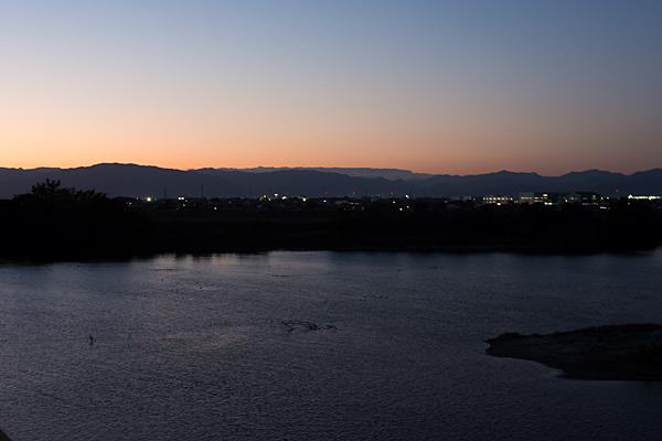 濃尾大橋対岸の夕景