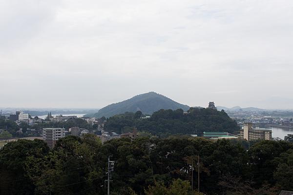 犬山成田山見下ろす犬山城