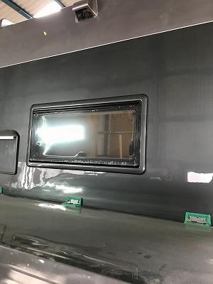 窓枠塗装後と差し替え
