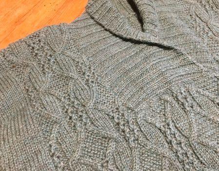 ブルーグレイのセーター-2