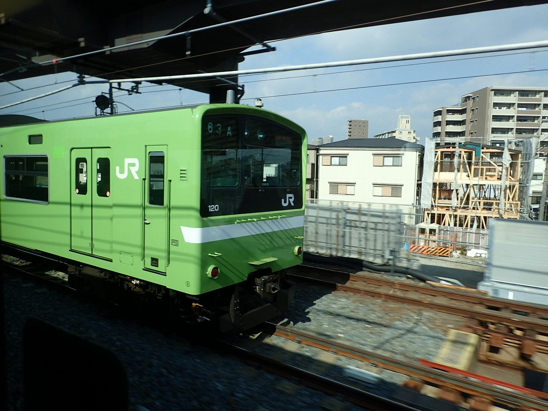 放出を出発し、新大阪へ向かうおおさか東線の試運転車。