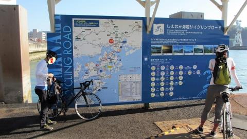 渡船待ち。しまなみ海道の走行ルートが色々書いてあります。