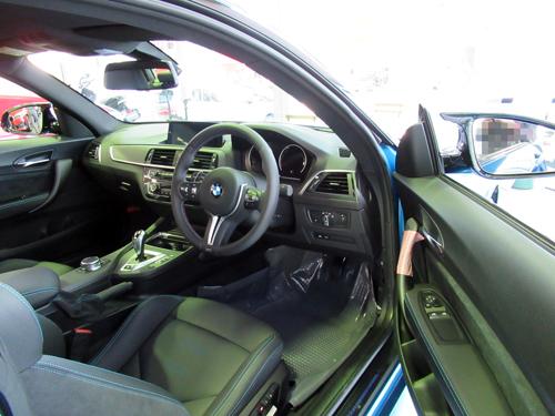 M2C運転席1