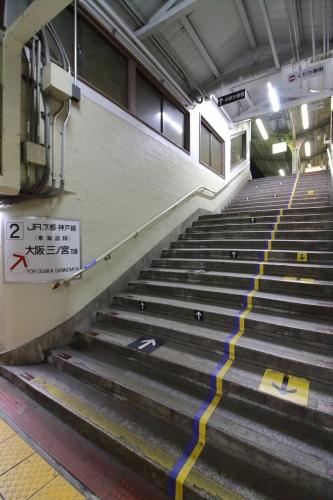 JR東淀川駅地上駅舎2番線ホーム階段 2018.11.10