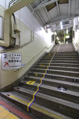JR東淀川駅地上駅舎3番線ホーム階段 2018.11.10