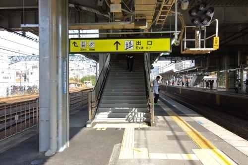 JR東淀川駅橋上駅舎3番線ホーム階段 2018.11.11