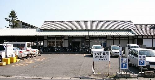 畝傍駅前の駐車場