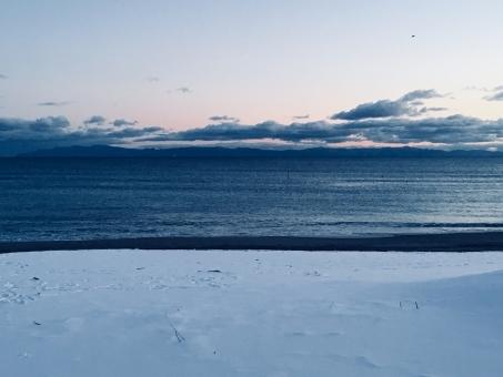 海に消える雪・3