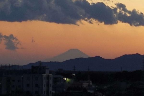 宇都宮の夕焼けと富士山