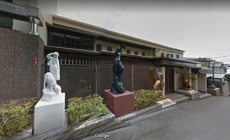 神戸市東灘区の個性的な豪邸外観1