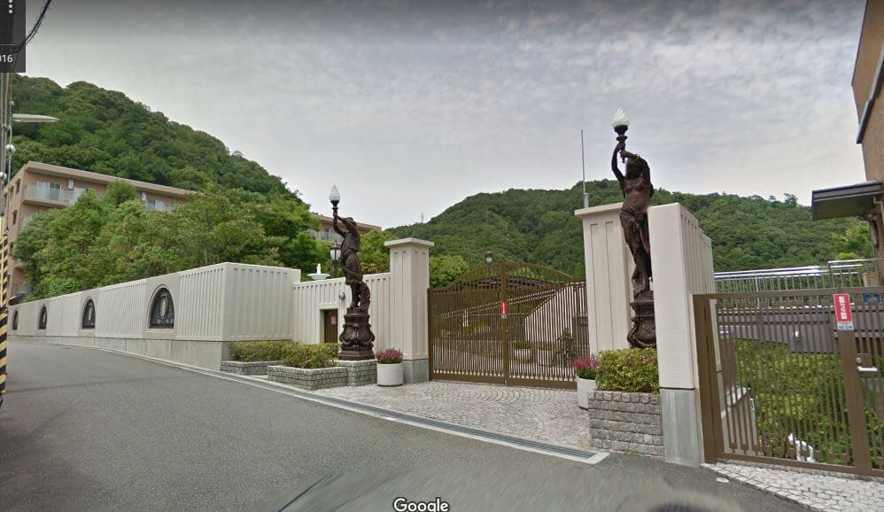 神戸市東灘区の個性的な豪邸外観4
