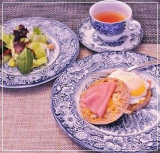 朝食、サラダは別盛