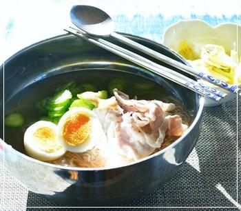暖かなお昼に冷麺