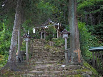 15真山神社