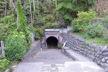 弁天洞窟入口