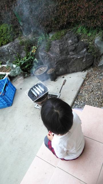 サンマを焼く