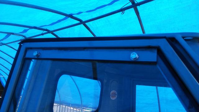 ベスパカー・アペの窓のストリップというL字型の部品を交換後