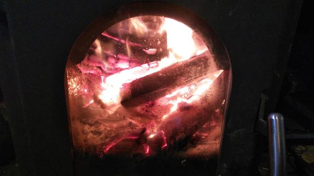 薪ストーブの中の炎