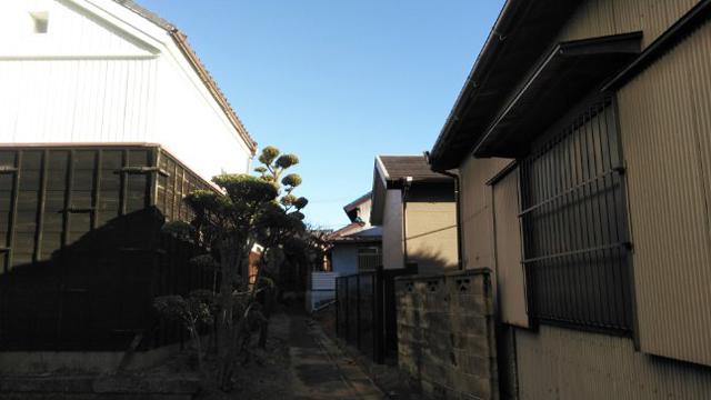 蔵と家と路地