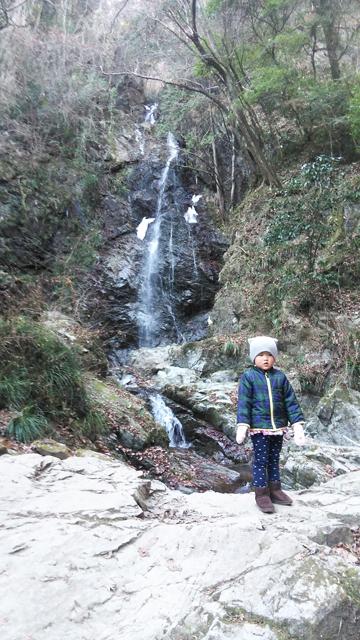 払沢の滝、ほとんど凍っていません