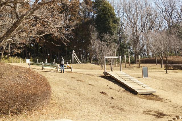 小山田緑地の丘で遊ぶ