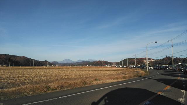 遠くに見える山は日光の男体山などの筈