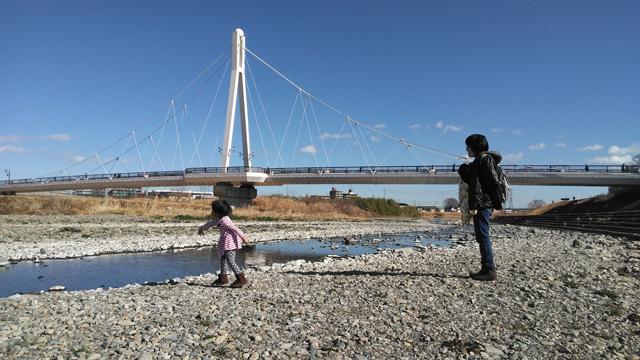 浅川で遊ぶ
