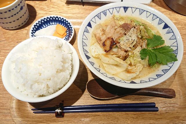 ごちそうとん汁「生姜焼き豚汁」定食セット