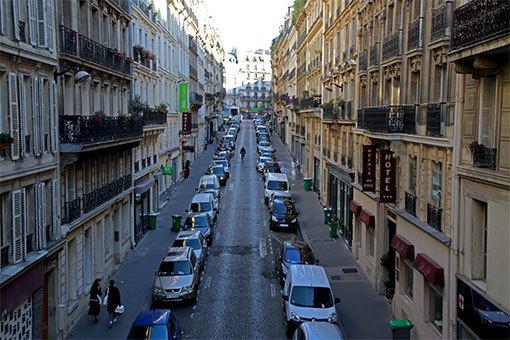 パリの通り 9区
