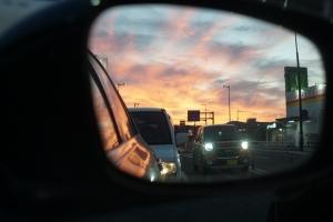 バックミラーの夕日2
