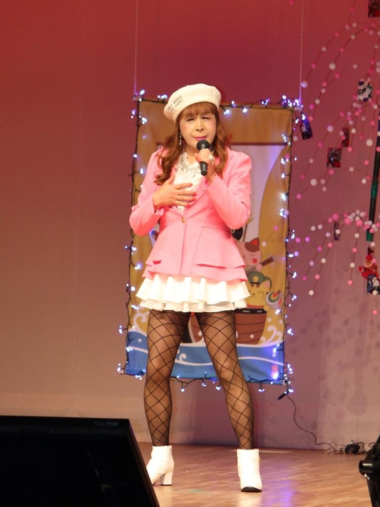 ピンクジャケット白マイクロ舞台(4)