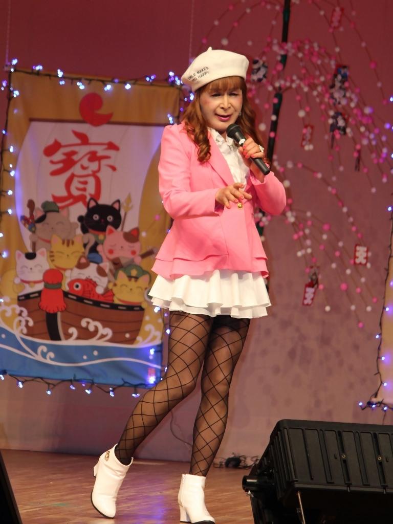 ピンクジャケット白マイクロ舞台(5)