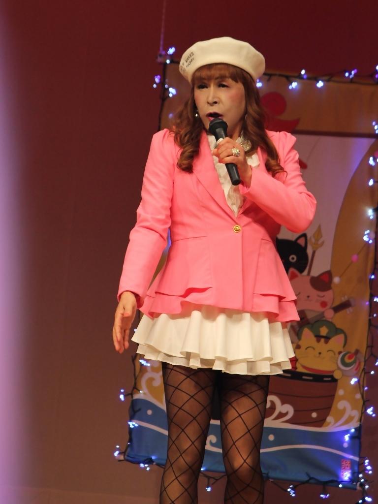ピンクジャケット白マイクロ舞台(6)
