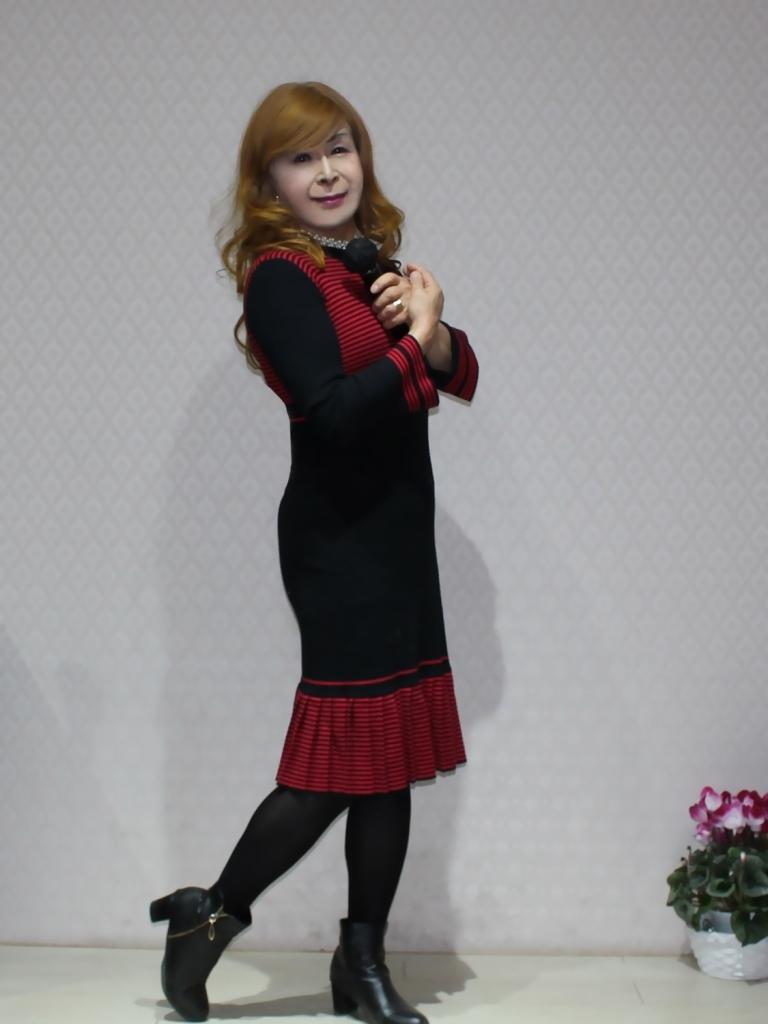赤黒ニットワンピカラオケ(6)