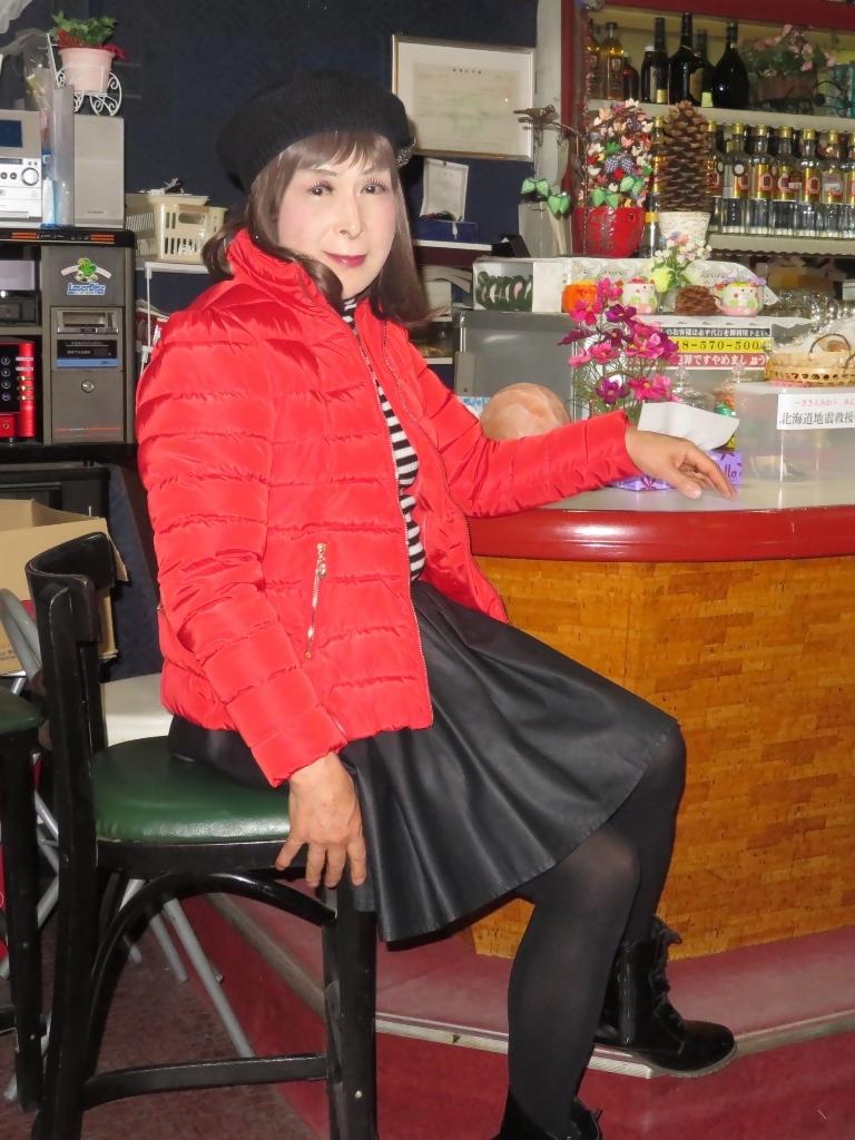 赤ダウンジャケット黒フレアスカカラオケ(5)