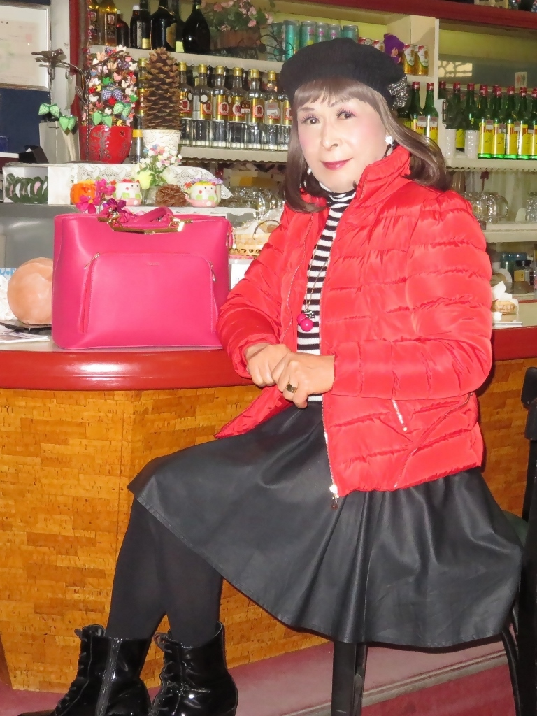 赤ダウンジャケット黒フレアスカカラオケ(7)