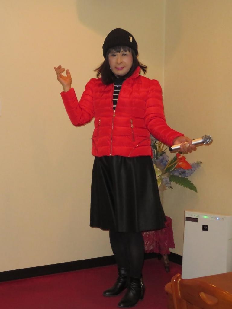 赤ダウンジャケット黒フレアスカートカラオケ(1)