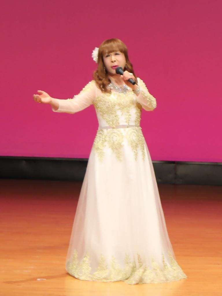 金レース飾りドレス舞台文化センター(1)