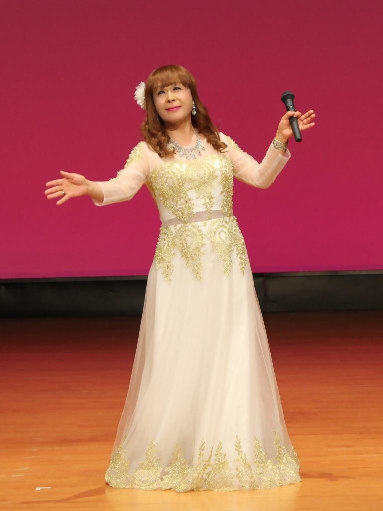 金レース飾りドレス舞台文化センター(2)