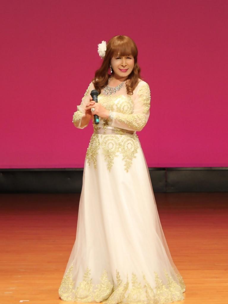 金レース飾りドレス舞台文化センター(3)