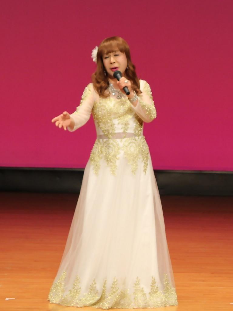 金レース飾りドレス舞台文化センター(4)