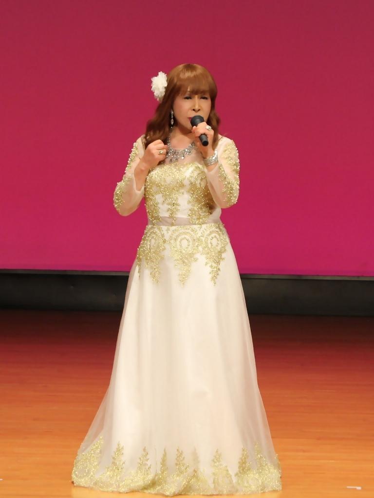 金レース飾りドレス舞台文化センター(5)