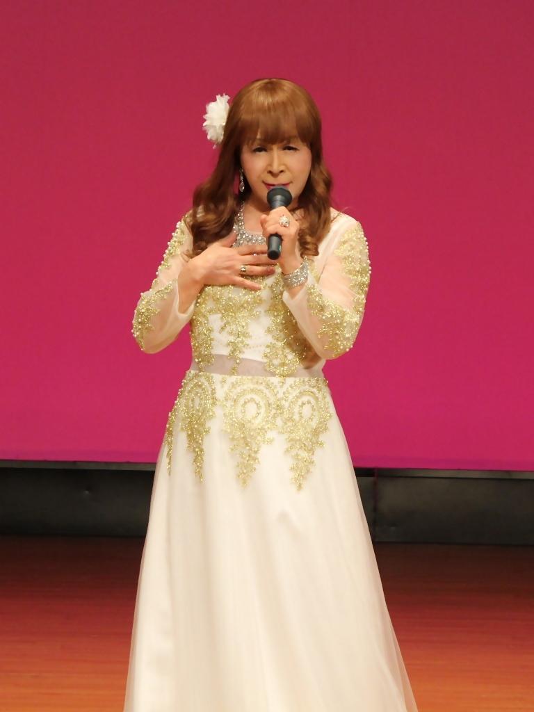 金レース飾りドレス舞台文化センター(6)