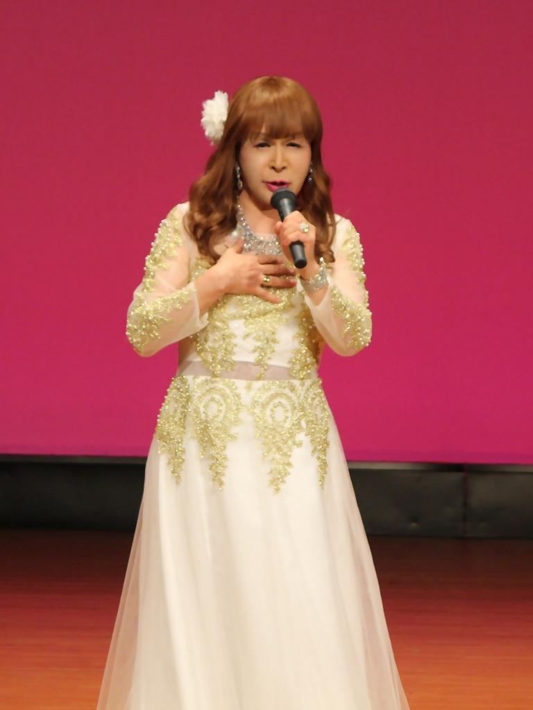 金レース飾りドレス舞台文化センター(7)