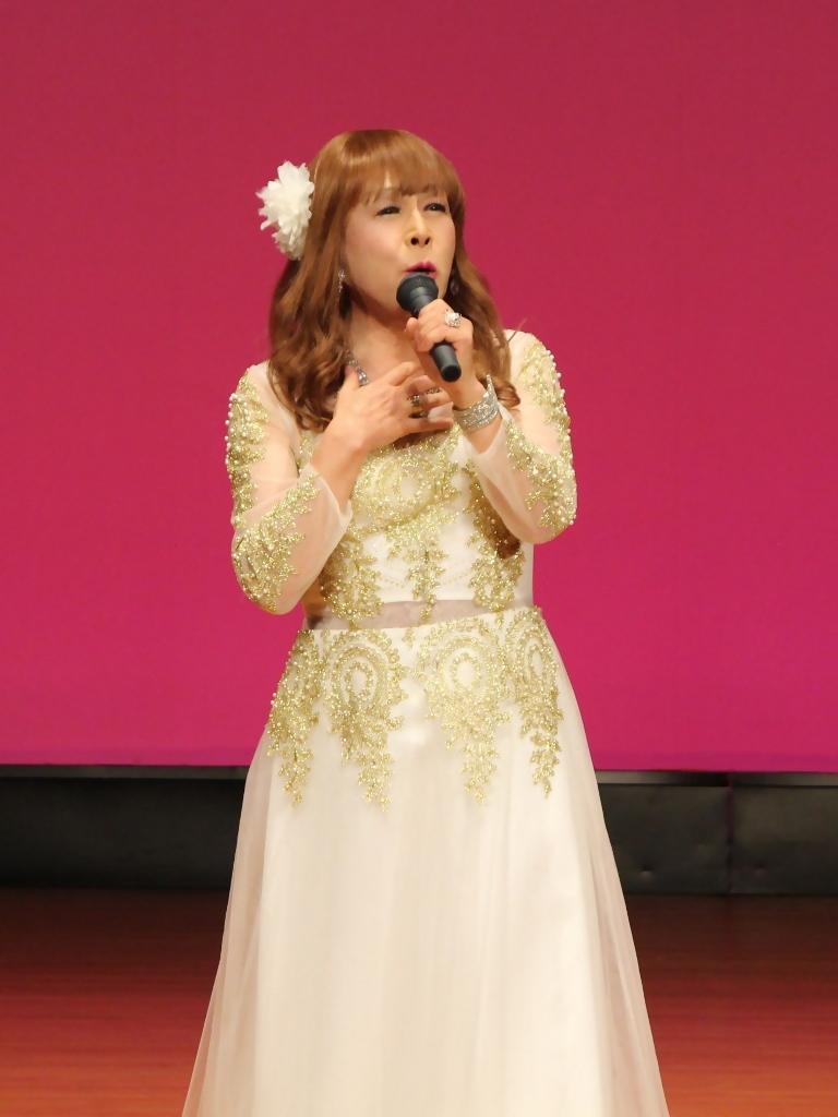 金レース飾りドレス舞台文化センター(8)