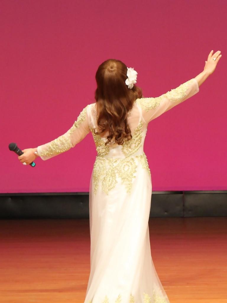 金レース飾りドレス舞台文化センター(9)