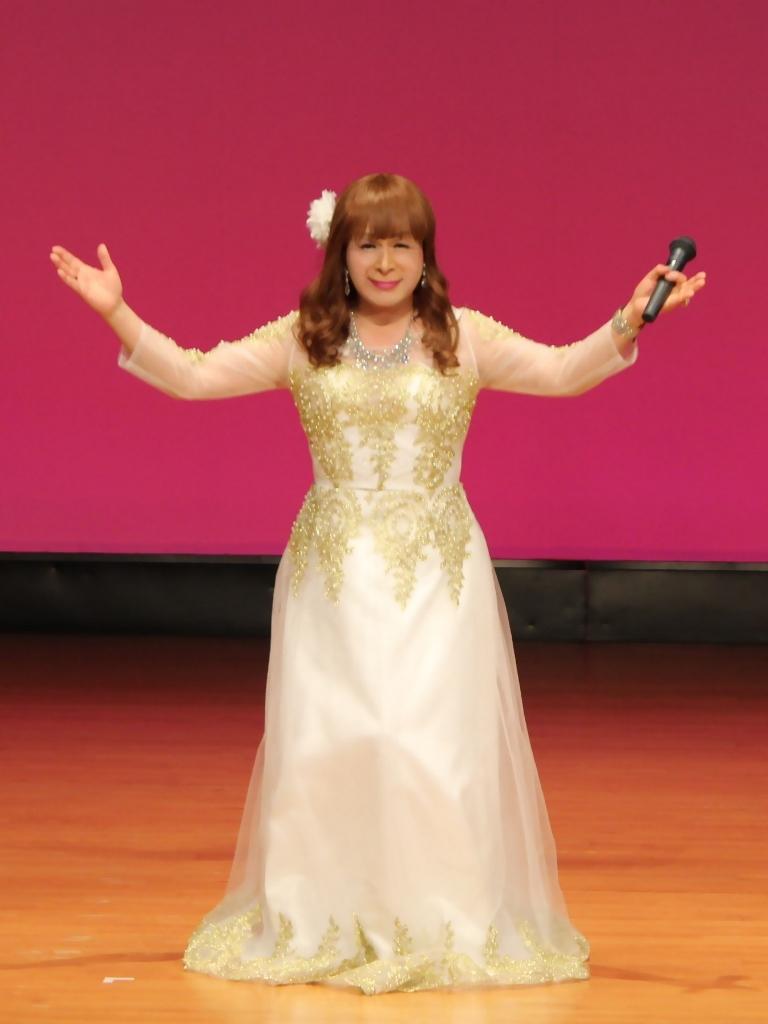 金レース飾りドレス舞台文化センター(10)