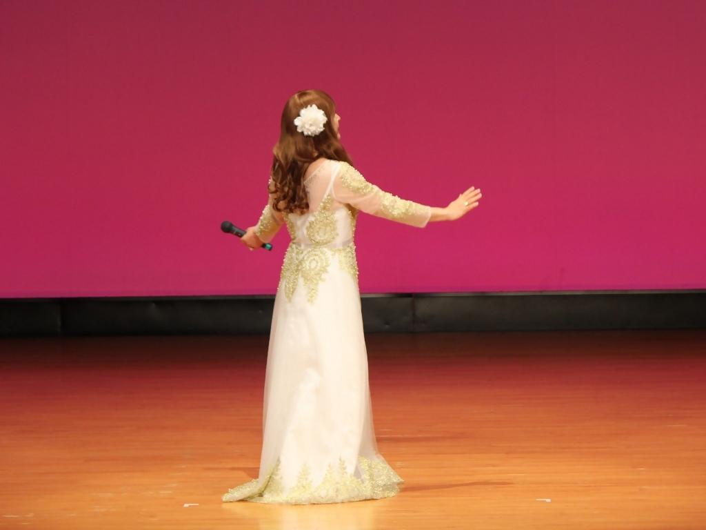 金レース飾りドレス舞台文化センター(11)